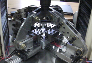 金属板材の2軸引張試験装置