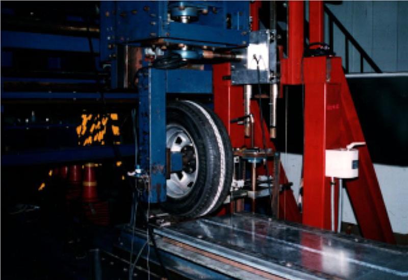 タイヤ特性試験機